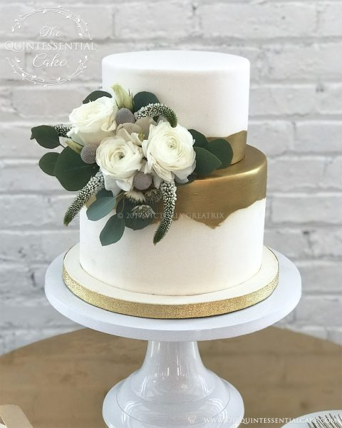 White & Gold Cutting Cake With Fresh Flowers | The Quintessential Cake | Chicago | Luxury Wedding Cakes | Company 251